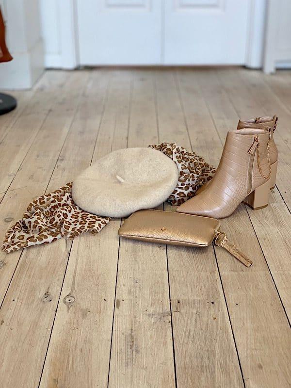 Nude boots beret Chloe purse