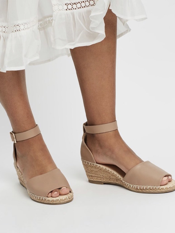 Espadrille wedges in nude leather