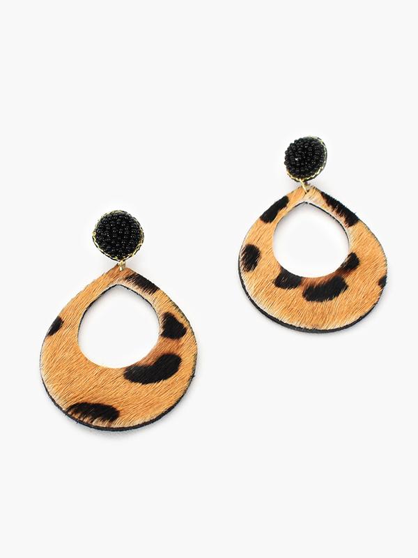 Kenya earrings - Leopard closeup